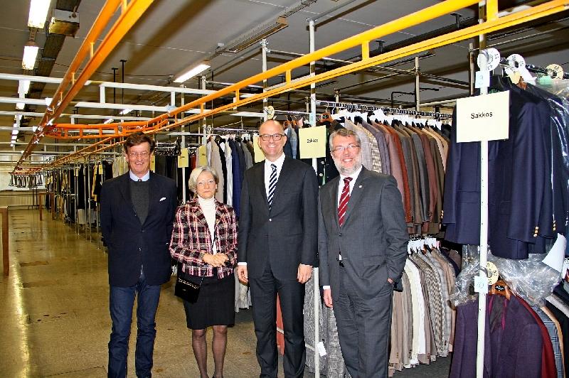 Stefan von Hardenberg, Ulrike Bacher von Weißenburg hilft , Geschäfstführer Peter Krampf und Oberbürgermeister Jürgen Schröppel (Bild Diesler)
