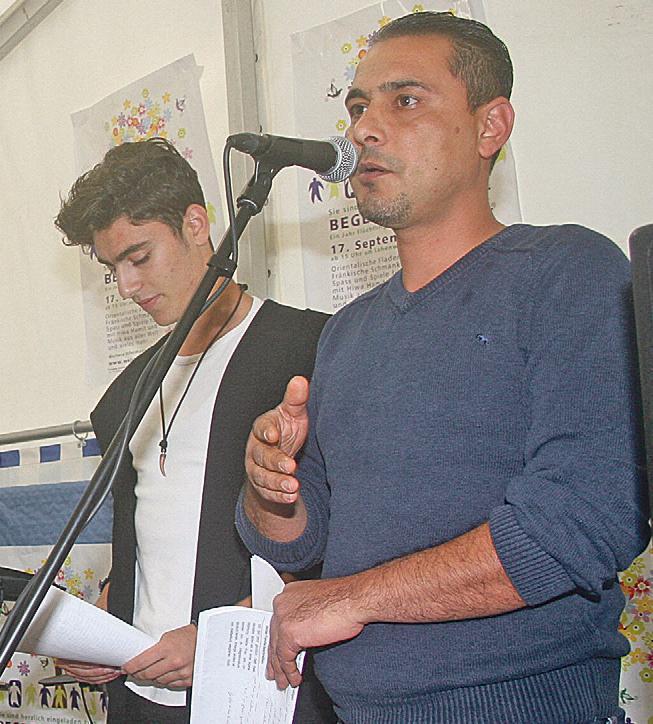 Ein Schicksal von vielen: Eyad Darwish (re.) erzählte von der Flucht seiner Familie und von der Ankunft in Weißenburg. Alaa Abdulkarim übersetzte. Bild: Leykamm
